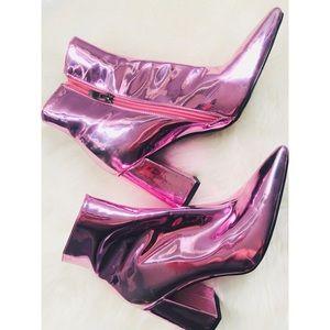 Fashion Nova Metallic Pink Booties💕 Size 7!